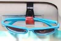 clip de visera con gafas