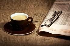 café, gafas y periódico