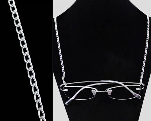 3672db7518c609 Jasna srebrna linka na szyję. Konstrukcja metalowego łańcuszka i lekki  srebrny kolor nadają temu akcesorium prawdziwy urok podczas noszenia z  ciemnym ...
